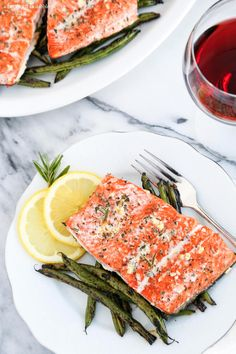 This Garlic and Rosemary Roasted Salmon is delicious simplicity at its very best. Grilled Salmon Recipes, Healthy Salmon Recipes, Healthy Foods To Eat, Healthy Snacks, Healthy Eating, Healthy Sides, Delicious Recipes, Tasty, Side Dish Recipes