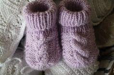 Bij het zoeken naar nog meer en vooral andere babysokjes stuitte ik op deze sokjes:       Ze komen van een Duits-talige blog epipa . De bes...