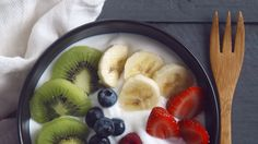 This is the best time to eat breakfast, according to science Best Time To Eat, Health And Wellness, Health Fitness, Eat Breakfast, Recipe Of The Day, Fruit Salad, Acai Bowl, The Best, Oatmeal