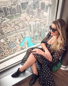 Airport Look, Tumblr Fashion, Future Travel, Burj Khalifa, Asia Travel, Get The Look, Summer Fun, Personal Style, Sequin Skirt