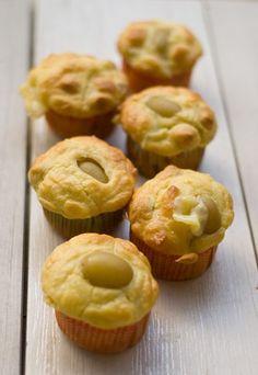 Muffin all'uva, pecorino e nocciole