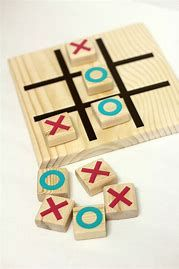 DIY Wooden Tic Tac Toe Game Bitton I bet dad could would burn one of these with the kiddos when we make it up to the cabin Wooden Projects, Wooden Crafts, Wooden Diy, Diy And Crafts, Handmade Wooden, Diy Yard Games, Diy Games, Diy For Kids, Crafts For Kids