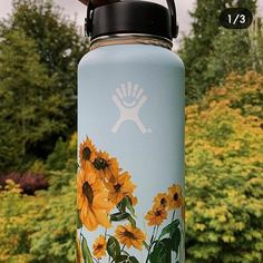 Would yall ever do this? Water Bottle Art, Cute Water Bottles, Water Bottle Design, Bottle Drawing, Bottle Painting, Hydro Painting, Custom Hydro Flask, Hydro Flask Water Bottle, Tumblr Photography