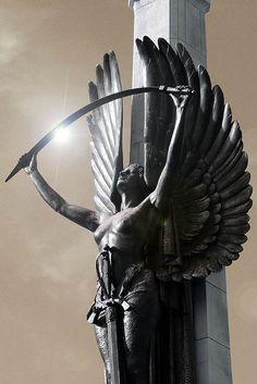 Angel - Christchurch (NZ) - Photo by Marion Luijten Greek Statues, Angel Statues, Gott Tattoos, Roman Sculpture, Angel Art, Art Deco Design, Aesthetic Art, Art And Architecture, Dark Art