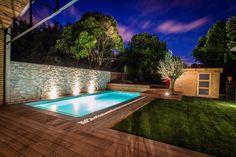 A sleek and contemporary 4 bed loft (220m2 total living space) that emanates all the warmth and comfort of a family home. Superbe loft (220m2 habitable et 4 chambres) contemporain et épuré ayant la chaleur et le confort d'une maison familiale. #bordeaux #loft #contemporary #sleek #warmth #comfort #family #superbe #contemporain #épuré #chaleur #confort #familiale #beautiful #pool #lighting #garden #rare #exceptional…