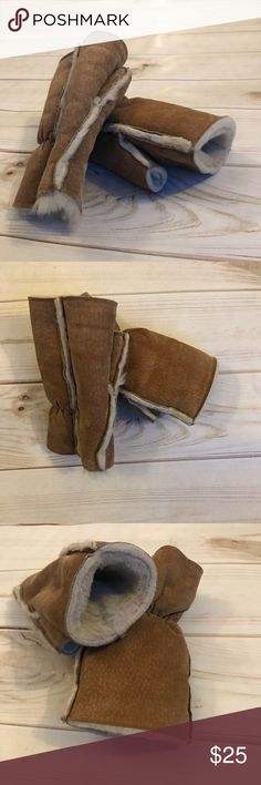WILSON LEATHER:Leather Furlined Fingerless Mittens WILSON LEATHER: Leather Furlined Cropped Mittens  Like new leather mittens without fingertips, lush, soft lining, tan outer leather and cream inner lining. Size small. Wilsons Leather Accessories Gloves & Mittens