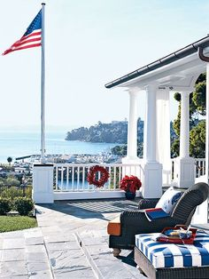 New England seaside charm - patio Coastal Homes, Coastal Living, Porches, Outdoor Rooms, Outdoor Living, Style Nautique, Les Hamptons, A Lovely Journey, Playa Beach