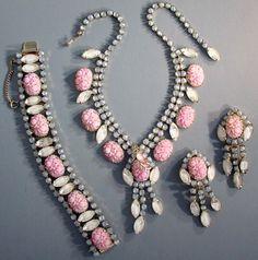 Hobé - Bijoux Vintage - Collier, Bracelet et Boucles d'Oreilles - Perles sculptées et Pierres Imitation