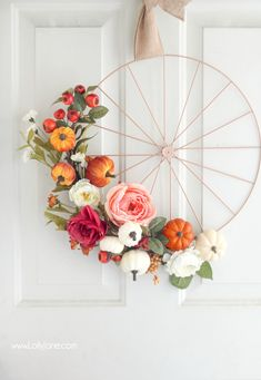 Love this easy fall bicycle wheel wreath! So pretty and festive for autumn and a cinch to make!! Girls craft night, anyone?! Love!