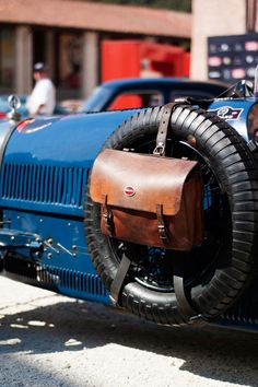 Classic Cars : Bugatti and leather wheel mounted bag… New Sports Cars, Sport Cars, Race Cars, Pedal Cars, Vintage Racing, Vintage Cars, Antique Cars, Bmw X7, Lamborghini Aventador