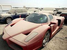 Masini de lux abandonate pe strazile din Dubai