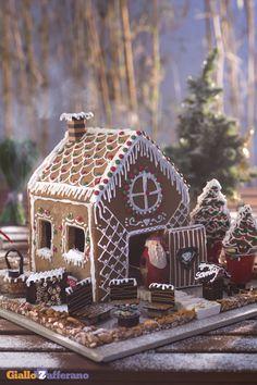 La casetta di pan di spezie (gingerbread house) è un dolce davvero sorprendente e goloso che vi costerà un po' di fatica e pazienza, ma che farà sicuramente la felicità dei vostri bambini! #ricetta #GialloZafferano #Natale #Christmas http://speciali.giallozafferano.it/regali-da-mangiare