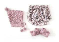 Knitted Baby Hat with Pom pom – Knitting Pattern & Tutorial AND bloomers pattern towards end. Knitted Baby Hat with Pom pom – Knitting Pattern & Tutorial AND bloomers pattern towards end. Sewing Baby Clothes, Knitted Baby Clothes, Baby Hats Knitting, Baby Knitting Patterns, Knitted Hats, Crochet Patterns, Baby Knits, Baby Dress Patterns, Baby Clothes Patterns