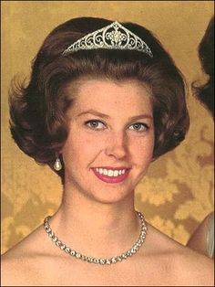 Queen Louise's Diamond Tiara (borrowed from the Swedish Tiara Collection); Worn At: 2014 Nobel Prize King's Banquet
