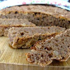 Pão integral com nozes e ameixas