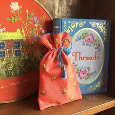 즐거운 금요일 오늘 수업 끝!!퇴근합니당~!! #handmadebag#handstitch#embroidery#flowerembroidery#bouquet#flowerstitch#needlework#handembroidery#꽃자수#생활자수#프랑스자수#야생화자수#핸드스티치#핸드메이드가방#손자수#인천자수공방#인천자수#인천청라#인천프랑스자수#마마케이#청라자수공방#자수타그램#컵받침#티코스터#자수원데이클래스#자수수업#클러치백#자수파우치#자수#청라
