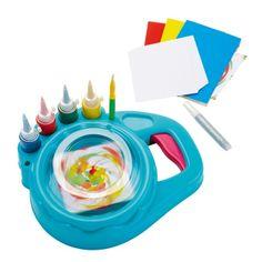 Voici une machine improbable et magique : elle crée des dessins psychédéliques. Pour cela, l'enfant accroche une cartonnette sur le socle, et fait tourner le twister en activant la manette. Il verse ensuite quelques gouttes de peinture sur le papier pendant qu'il tourne. A l'arrêt de la machine, l'enfant découvre son oeuvre, chaque fois différente. L'enfant choisit les couleurs et la machine lui fait la surprise du résultat sans projections de peinture. Afin de varier les plaisirs de la ...