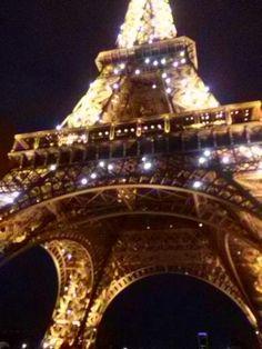 La torre Eiffel quando si illumina....
