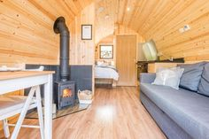 Daisy is definitely an adults-only, pet-free luxury glamping pod giving the greatest luxurious glamping experience. Daisy is our tremendous lavish pod with a large covered. Camping Pod, Camping Glamping, Arched Cabin, Casa Hotel, Luxury Glamping, Dome House, Tiny House Cabin, Small Living, House Plans