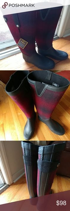 NIB WOOLRICH & SEBAGO WOOL RAIN BOOTS SIZE 10 YAASSSSSS!!!   STYLISH.  FUNCTIONAL.  HIGH QUALITY.  DURABILITY.  WOOLRICH & SEBAGO COMPANIES COME TOGETHER TO BLEND FINE WOOL AND FINE BOOT CRAFTSMANSHIP IN THESE BEAUTIES!!  SIMPLY BRILLIANT.  BRAND NEW WITH TAGS.  SEXY WINE/DEEP BURGUNDY COLOR BLEND.  LEATHER AND METAL ADORNMENTS.   SIZE 10. Sebago Shoes Winter & Rain Boots