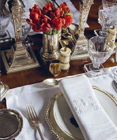 If you are hosting a special occasion like Thanksgiving or Christmas, a more formal table setting is required. If you think that setting a dinner table is a hard thing to do, then, I don't think so… Table Place Settings, Beautiful Table Settings, Setting Table, Moschino, Table Manners, Formal Dinner, Table Arrangements, Floral Arrangements, Cool Ideas
