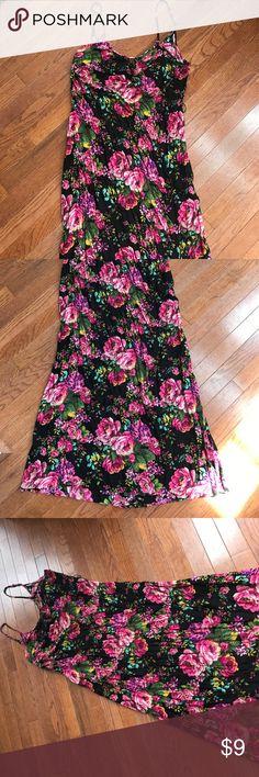 Forever 21 floral maxi dress Forever 21 floral maxi dress. Size large. Forever 21 Dresses Maxi