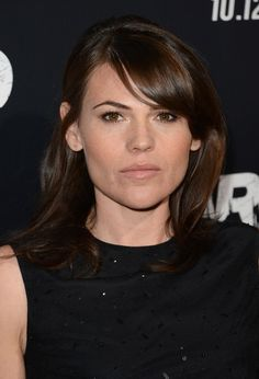 Clea DuVall Photos - Actress Clea DuVall arrives at the premiere of Warner Bros. Pictures' 'Argo' at AMPAS Samuel Goldwyn Theater on October 2012 in Beverly Hills, California. - Premiere Of Warner Bros. Clea Duvall, Aubrey Plaza, Alison Brie, Kristen Stewart, Warner Bros, Actresses, Lady, Female Actresses, Aubry Plaza