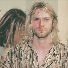 ✨Kurt Photos by Kevin Mazu Everyone is always laughing at his fishy shirt but I think it's rad🐟🐟🐟 . Nirvana Kurt Cobain, Kurt Cobain Style, Donald Cobain, Dave Grohl, Van Halen, Foo Fighters, Forever, Music Bands, Pretty People