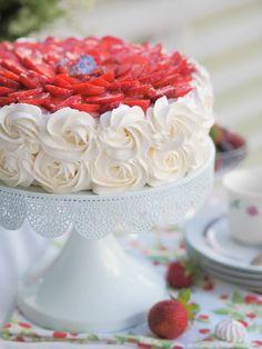 Perinteinen Paras Mansikkakakku (GL)   Annin Uunissa Cake Recipes, Dessert Recipes, Pastel, Sweet Pastries, Food Pictures, Vanilla Cake, Bakery, Deserts, Food And Drink