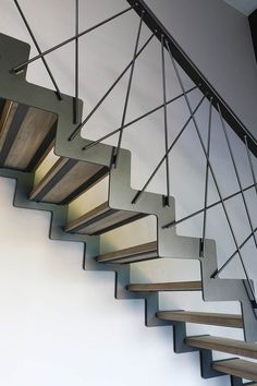 40 Awesome Modern Stairs Railing Design for Your Home - Geländer - Escadas Stair Railing Kits, Steel Stair Railing, Staircase Railing Design, Interior Stair Railing, Modern Stair Railing, Stair Handrail, Exterior Stairs, Railing Ideas, Stair Design