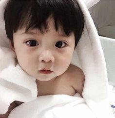 @erianasavagee Cute Asian Babies, Korean Babies, Asian Kids, Cute Babies, Baby Kids, Baby Boy, Beautiful Children, Beautiful Babies, Couple With Baby