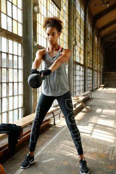 Neues Jahr, neue Sportstyles: Mit der vielseitigen Sportmode von Nike bist du für jede Herausforderung und jeden Lifestyle gerüstet. Entdecke jetzt die aktuellen Kollektionen und schnapp dir deine Favoriten!
