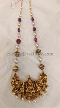 Ruby Beads Set with Adorbale Lakshmi Gold Earrings Designs, Gold Jewellery Design, Necklace Designs, Handmade Jewellery, Gold Designs, Antique Jewelry, Beaded Jewelry, Silver Jewelry, Antique Necklace