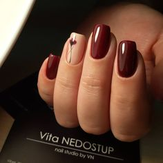 Nageldesign Burgundy Nail Art Ideas That Are Smart and Cultivated Burgundy nail polish and a flo Manicure Nail Designs, Classy Nail Designs, Acrylic Nail Designs, Acrylic Nails, Nail Art Designs, Nail Manicure, Nails Design, Nude Nails, Nails Polish