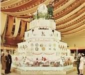 Could this be the biggest cake in the world? #amazing #bake #cupcakes
