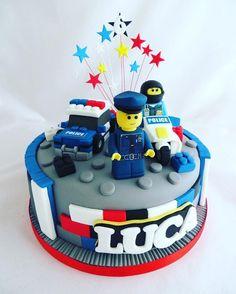 Police Lego cake #policelego #lego #policecar #policebike #policeman #legobrick #stars #cake #celebration #chocolate #huddersfield #fondant #birthday
