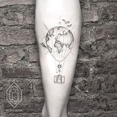 25 tattoos to adopt urgently if you are a travel fan! - 25 tattoos to adopt urgently if you are a travel fan - Map Tattoos, Body Art Tattoos, Sleeve Tattoos, Cool Tattoos, Tatoos, White Tattoos, Globus Tattoos, Erde Tattoo, Air Balloon Tattoo