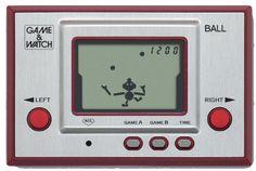 Game & Watch: Nintendo no fue la primera compañía creadora de consolas, pero si fue la primera en crear los dispositivos portátiles. Las Game & Watch nacieron en 1980 y permitió a muchos llevar el videojuego en el bolsillo. Si bien el formato se mantiene, tus hijos no pensarán en que alguna vez existió un videojuego con un solo juego disponible y con un solo escenario. -15 objetos tecnológicos que quedaron en el pasado