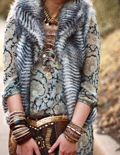 Everything pulls together nicely with the print dress and fur vest and the accessories ♡