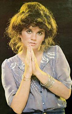 This poster was on my wall in 6th grade. You know...it's the same way Lillian wore her hair much of the time. Another reason I think she approved of Linda Ronstadt...