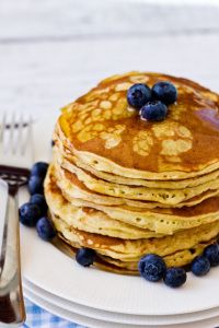 Here's a great recipe from James Duigan's Clean and Lean book. Perfect for Sunday brunch or desert. SERVES 2-4 100g rolled oats 200g cottage cheese 4 eggs 1 teaspoon cinnamon Blend the ingredients ...