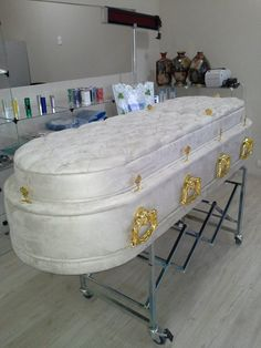 Another fluffy puffy casket ! Funeral Jokes, Peace At Last, Funeral Sprays, Death Becomes Her, Cemetery Headstones, Lay Me Down, Custom Boxes, Memento Mori, Casket