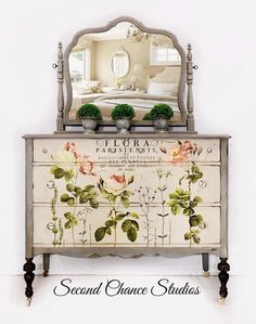 Clear-sighted clarified shabby chic furniture projects Get off now Decoupage Furniture, Hand Painted Furniture, Refurbished Furniture, Paint Furniture, Repurposed Furniture, Shabby Chic Furniture, Furniture Projects, Rustic Furniture, Furniture Makeover