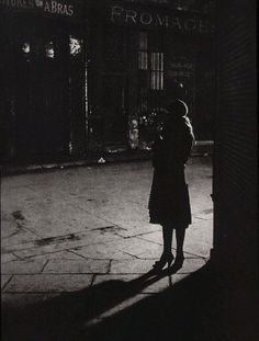 sometimes, i think i was born in the wrong century, in the wrong place.     {Brassai, Paris de nuit, 1932}
