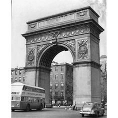 "oldvintagenewyork: ""Washington Square Manhattan New York City 1950. #NY #NewYork #NewYorkCity #City #Manhattan #NYC #Vintage #Old"""