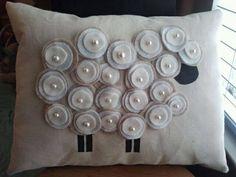 29 ideas crochet pillow sheep for 2019 Sheep Crafts, Felt Crafts, Fabric Crafts, Sewing Crafts, Sewing Projects, Sewing Pillows, Diy Pillows, Decorative Pillows, Throw Pillows