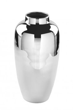 Elegant in Form und Farbe - in der ovalen Vase Livorno von Fink-Living kommt Ihr Blumenstrauß ideal zur Geltung. Insgesamt erscheint die Vase in Silber und ist vernickelt. Sowohl durch die Farbe als auch durch die glatte Oberfläche wirkt die Vase sehr schick und modern. Verleihen Sie Ihrem Wohnraum mit schönen Blumen eine freundliche Atmosphäre! Vase, Water Bottle, Inspiration, Elegant, Modern, Home Decor, Decorating Ideas, Creative, Chic
