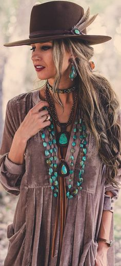 Amazing Boho Chic Style Outfit Ideas To Inspire You Bohochic ; fantastische outfit-ideen im boho-chic-stil, die sie zu bohochic inspirieren fashion - fashion Portfolio - fashion Collage Hippie Style, Look Hippie Chic, Mode Hippie, Look Boho, Bohemian Mode, Boho Gypsy, Bohemian Style, Boho Chic, Hippie Chic Outfits