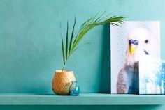 Con pintura efecto cristal conseguirás un acabado en el que destacan los brillantes de cristal que cambian según la luz - Leroy Merlin Vase, Painting, Color Turquesa, Home Decor, Patio, Ideas, Painting Pots, Interior Paint, Paint Colors