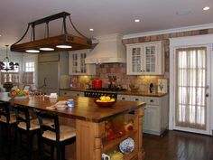 TRADTIONAL KITCHEN STYLE WITH RUSTIC LOOK